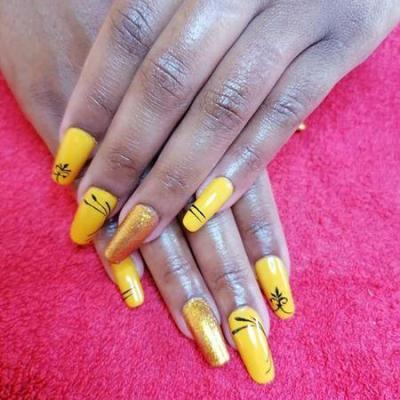 Ongle jaune avant et apres couleur jaune