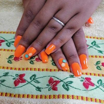 Ongle neon orange
